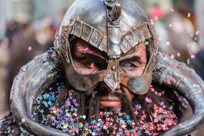 Boucle d'oreilles viking homme : un cadeau bien original